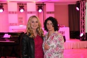 Moderatorin Eva Grünbauer; DJane Ingrid Häfner