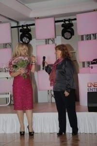Blumen für unsere Moderatorin Eva Grünbauer