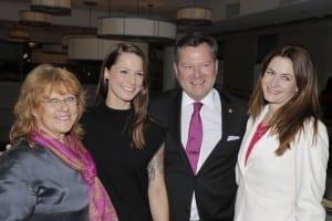 Vlnr: Renate Haidinger; Botschafterin Christina Stürmer; Ehrengäste Josef und Natalie Schmid