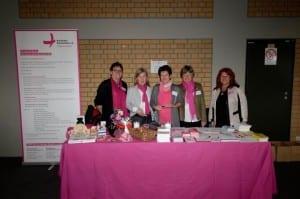 die ehrenamtlichen Mitarbeiterinnen von Brustkrebs Deutschland e.V. und brustkrebs-muenchen e.V. mit Renate Haidinger (ganz rechts)